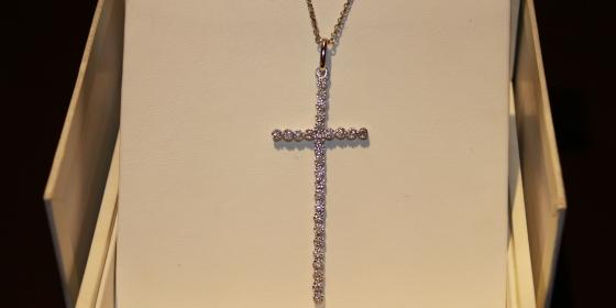 Collana con croce e brilli – VENDUTA