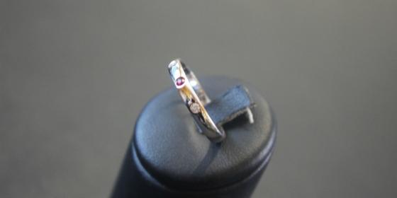 Fedina con rubino e diamanti